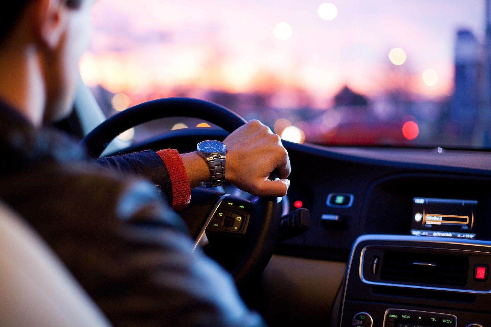 Pojazd osobowy w trakcie jazdy